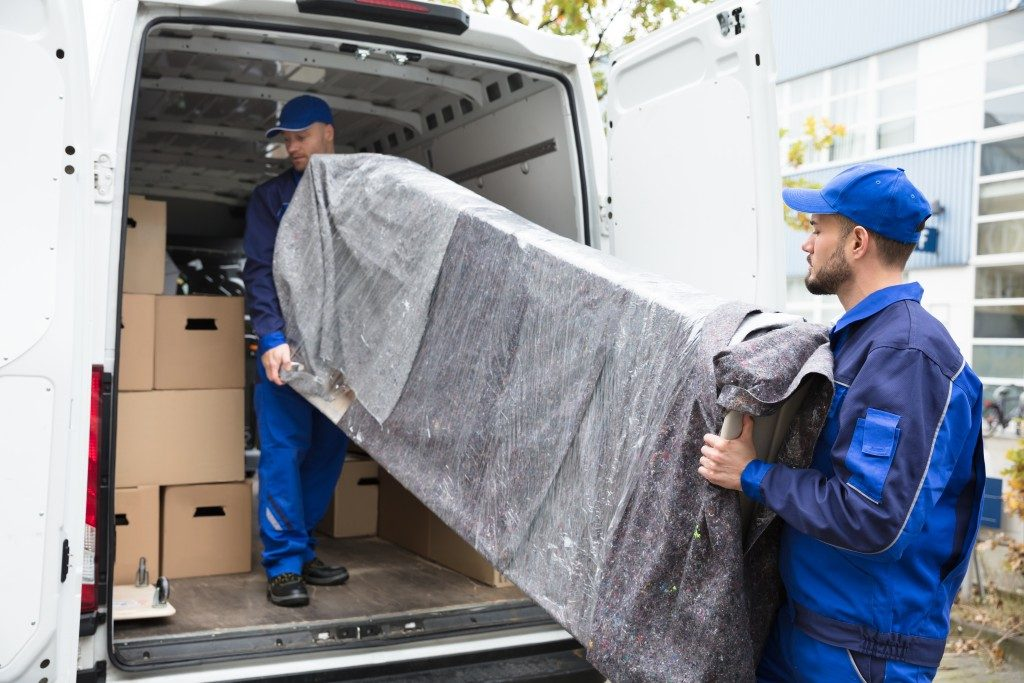 men loading moving van