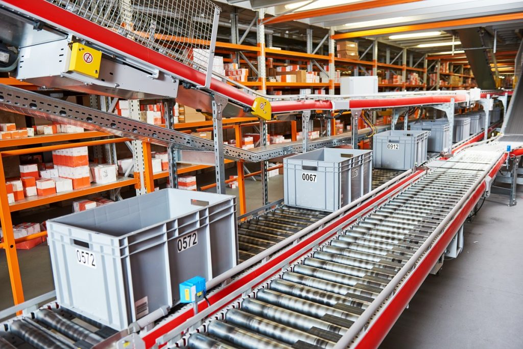 Conveyors in the warehouse