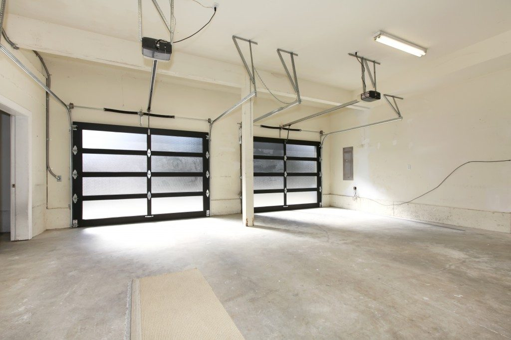 spacious and tidy garage