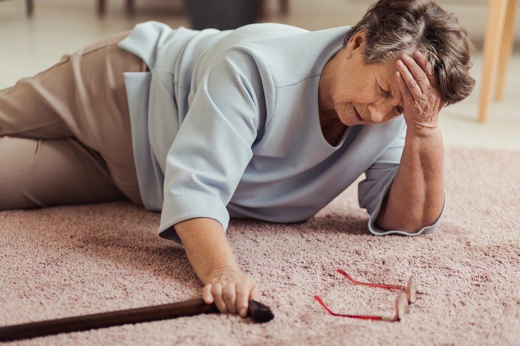 Elder woman who fell on the floor