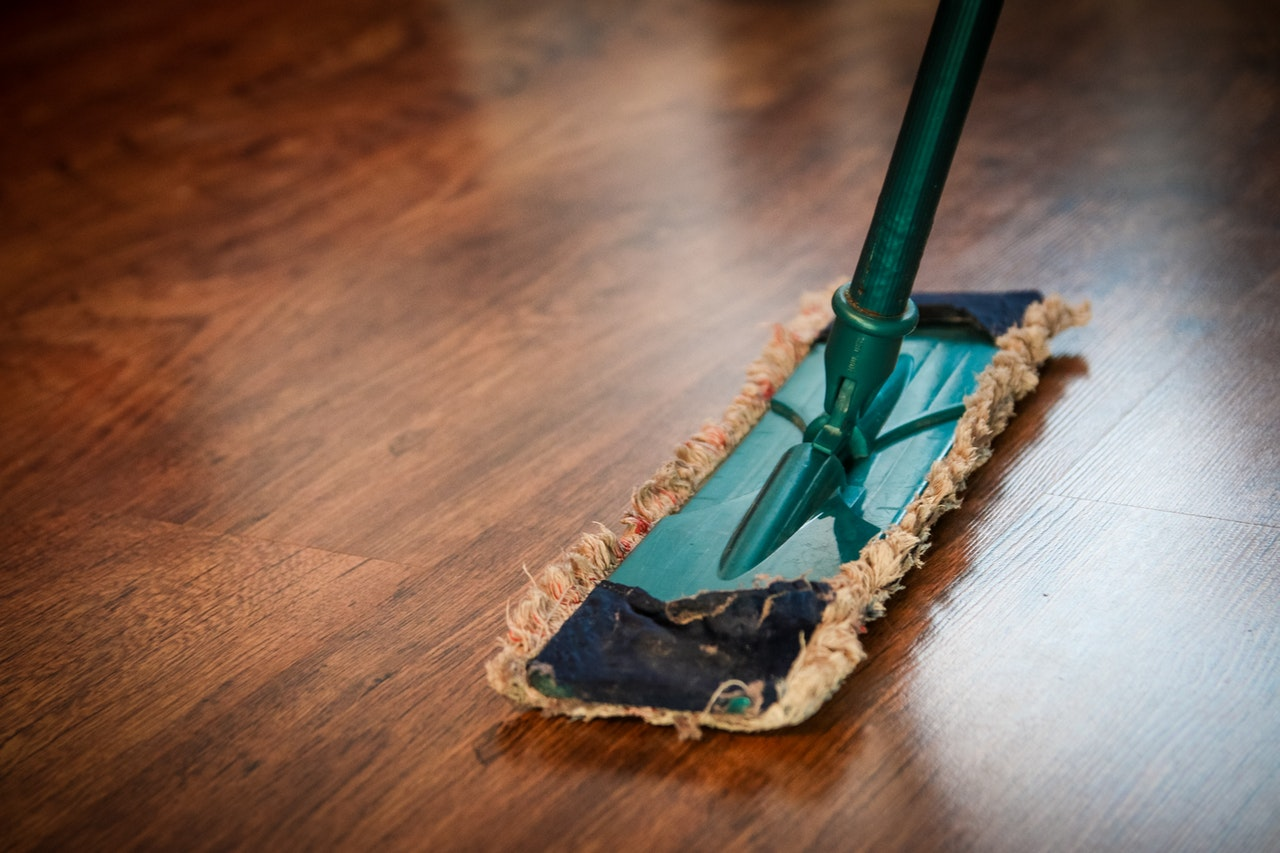 mopping floor cleaning service